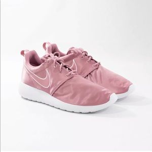 New Nike Roshe One Elemental Pink Satin GS Sz 7Y